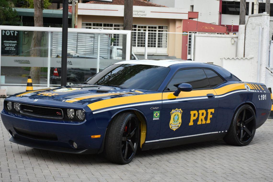 PRF usará viatura Dodge Challenger nas ações policiais.
