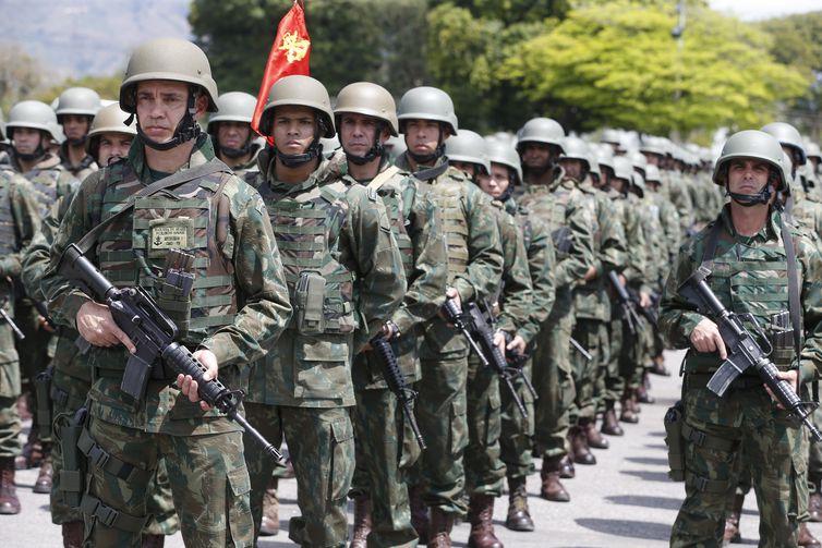 Exército Brasileiro homenageou os soldados mortos durante a Intervenção Federal no Rio de Janeiro. Familiares receberam em nome dos combatentes a Medalha Sangue do Brasil, em uma cerimônia na Vila Militar, em Deodoro.