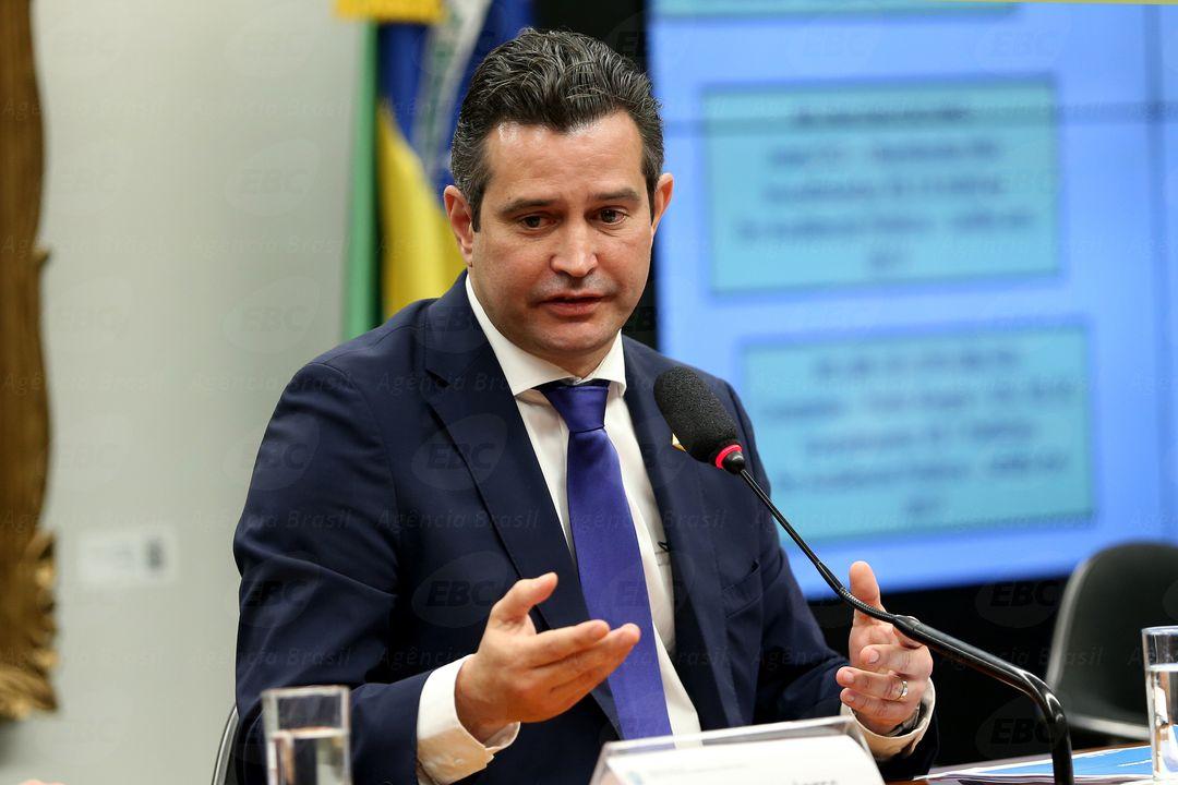 Brasília - O ministro dos Transportes, Maurício Quintella fala sobre as concessões aeroportuárias, proposta de privatização da Infraero, e os novos projetos qualificados no PPI (Wilson Dias/Agência Brasil)