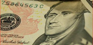 Saiba como mandar dinheiro para o estrangeiro dentro da lei