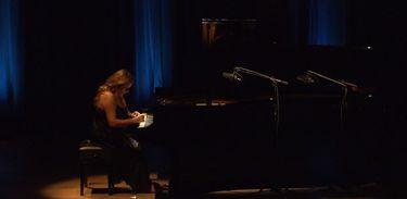 Pianista Heloísa Fernandes no Partituras