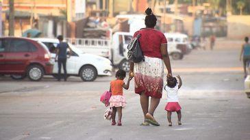 Mãe e alunos da Creche Alecrim, na Cidade Estrutural - DF