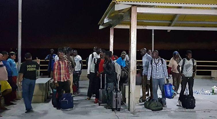 Embarcação com imigrantes do Senegal, Nigéria e Guiana foi resgatada à deriva na costa do Maranhão