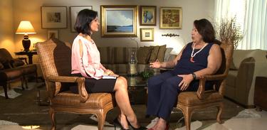 A jornalista Roseann Kennedy entrevista a juíza Eliana Calmon - TV Brasil/Divulgação