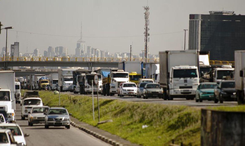 Para especialistas, a legislação de trânsito ainda é insuficiente para reduzir os acidentes com mortes