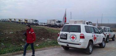 Comboio da Cruz Vermelha com alimentos e medicações chega a cidade sitiada de Madaya, na Síria