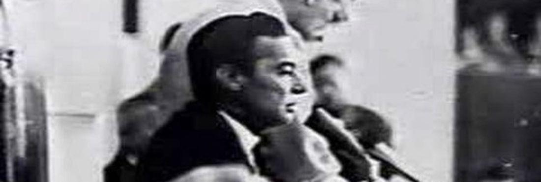 Na madrugada do dia 02 de abril de 1964 o então presidente do Senado, Auro de Moura Andrade, declara vaga a presidência da República