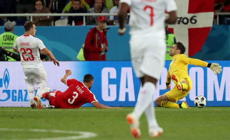 Copa 2018: Sérvia e Suíça. Xherdan Shaqiri, da Suíça, marca o segundo gol da equipe.