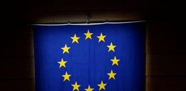 Bandeira da União Europeia é vista durante cerimônia em Lausanne, na Suíça 04/05/2017 REUTERS/Denis Balibouse