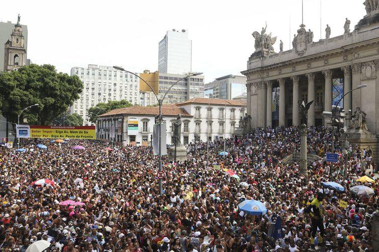 Rio de Janeiro – Desfile do maior e mais tradicional bloco de carnaval do  Rio 23344926896ad