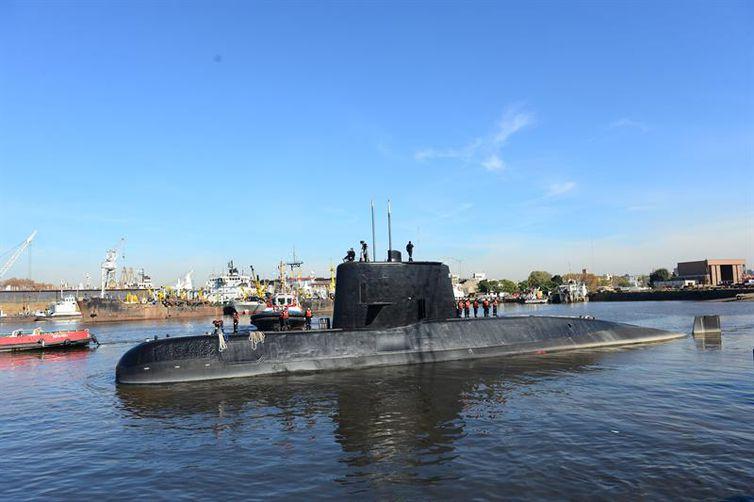 Marinha mantém busca do submarino argentino ARA San Juan, mas suspende resgate