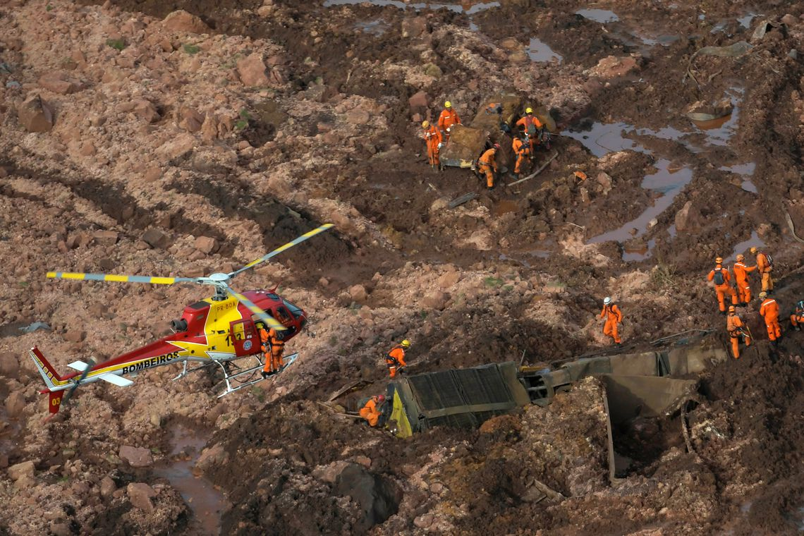 Rescue crew work in a dam owned by Brazilian miner Vale SA that burst, in Brumadinho, Brazil January 25, 2019. REUTERS/Washington Alves