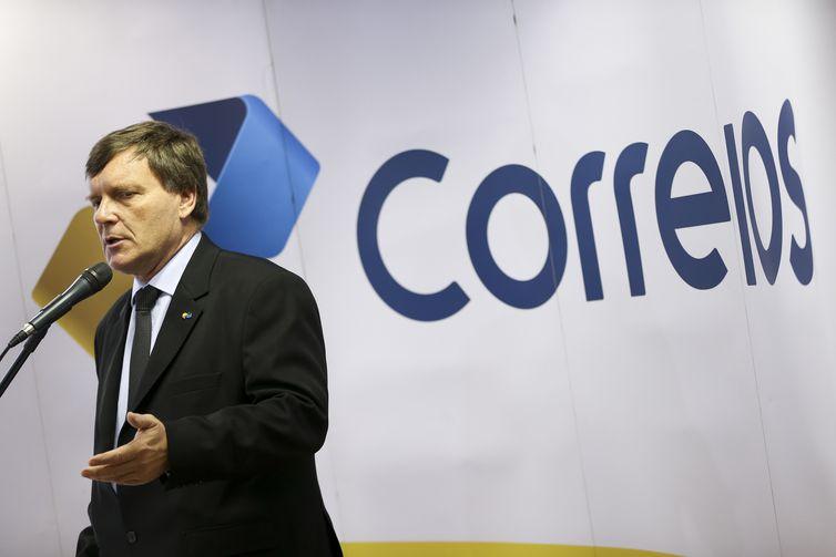O presidente dos Correios, Carlos Roberto Fortner, dá entrevista coletiva para esclarecer dúvidas sobre a cobrança do despacho postal para encomendas não tributadas.