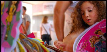 Criança em feira literária