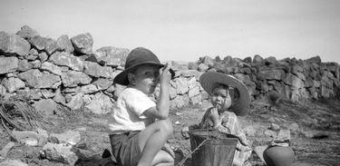 Crianças no Algarve (década de 1940)