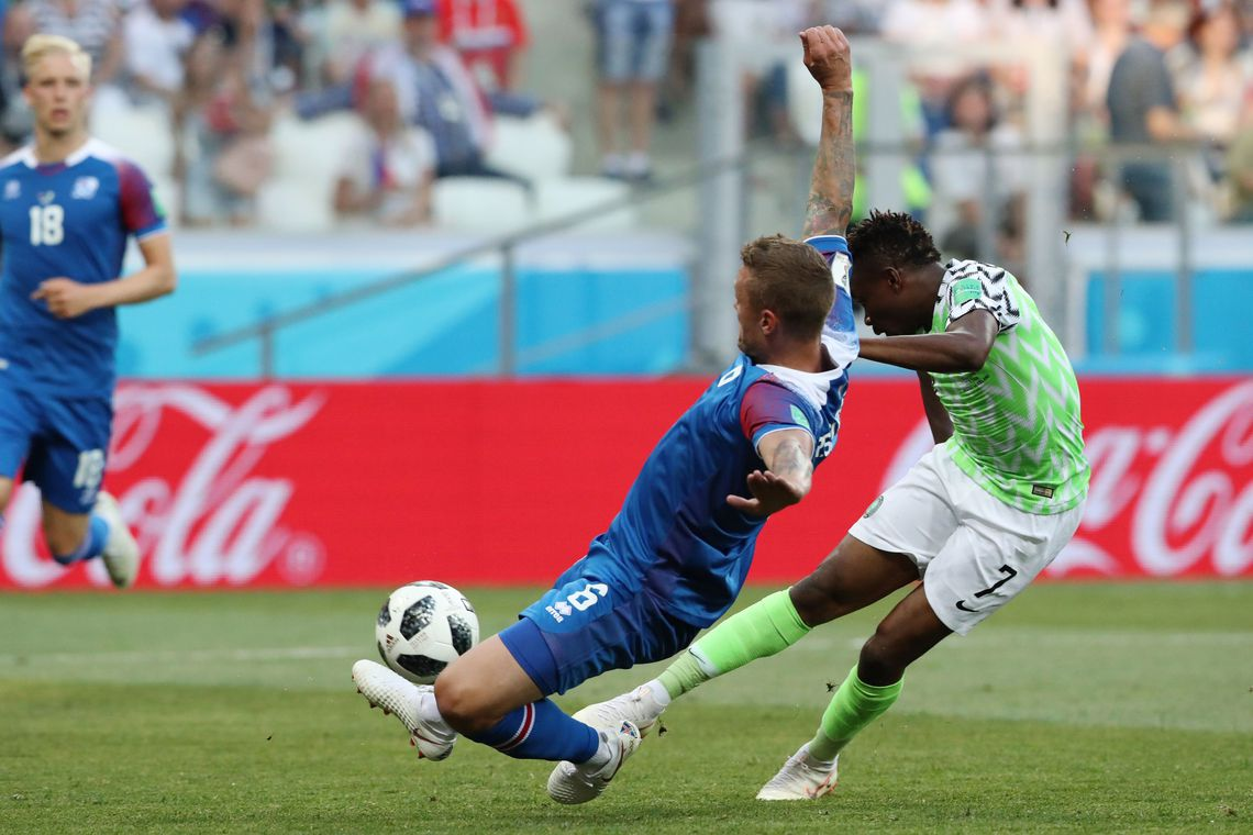 Volgograd (Russian Federation), 22/06/2018.- Ahmed Musa (R) of Nigeria scores the 1-0 goal during the FIFA World Cup 2018 group D preliminary round soccer match between Nigeria and Iceland in Volgograd, Russia, 22 June 2018. (RESTRICTIONS APPLY: