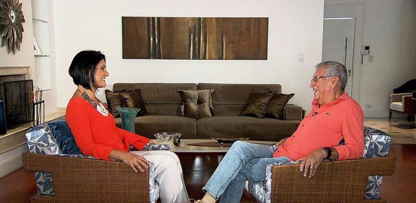 Roseann Kennedy entrevista o apresentador Carlos Alberto de Nóbrega