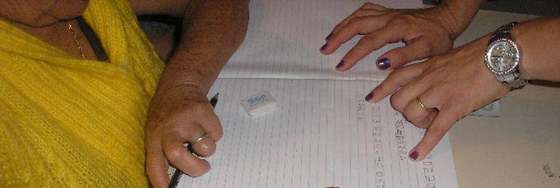 Educação de Jovens e Adultos (EJA) é opção para as pessoas mais velhas que querem voltar a estudar