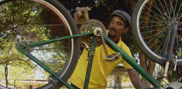 João dos Santos viajou pelo Brasil e por outros países com a bicicleta que ganhou de um projeto social