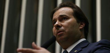 Brasília - O deputado Rodrigo Maia (DEM-RJ), com 120 votos, e o deputado Rogério Rosso (PSD-DF), com 106 votos, disputam o segundo turno da eleição para presidente da Câmara dos Deputados (Fabio Rodrigues Pozzebom/Agência Brasil)