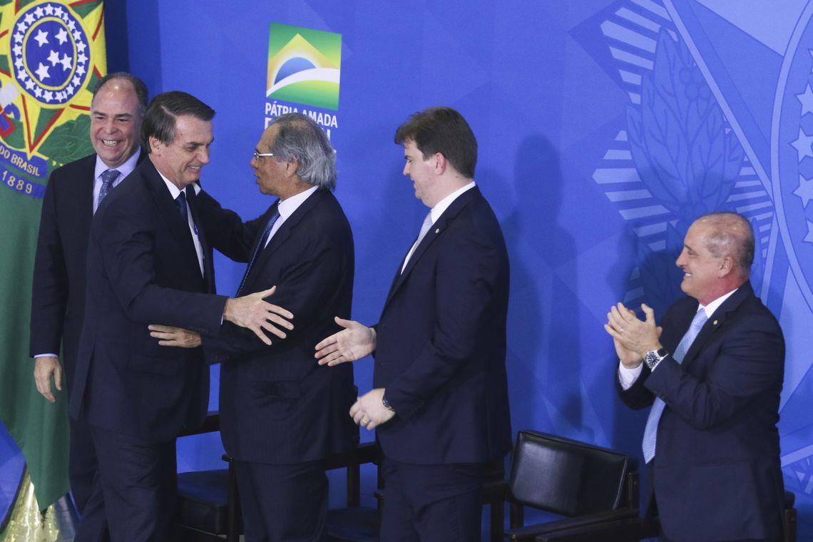 O presidente Jair Bolsonaro participa de cerimônia da assinatura do decreto da Política Nacional de Desenvolvimento Regional e da entrega Oficial dos Planos Regionais da Amazônia, do Nordeste e do Centro-Oeste, no Palácio do Planalto.