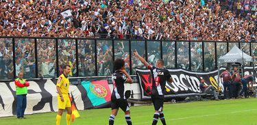 Yago Pikachu e Luís Fabiano marcaram os gols da vitória do Vasco