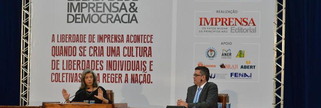 A ministra do STF, Cármen Lúcia Antunes Rocha e o diretor Geral da EBC, Américo Martins participam da abertura do 7º Fórum Liberdade de Imprensa & Democracia.