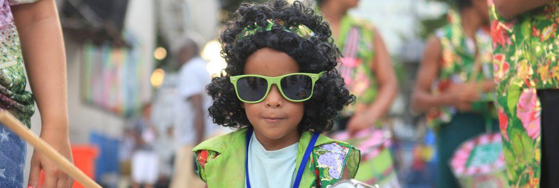 Criança desfila na Sapucaí pela Escola Mirim Mangueira do Amanhã