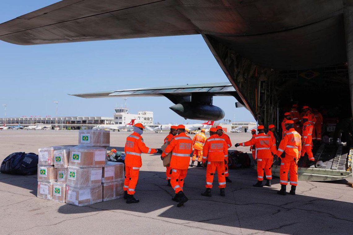 Aeronaves da FAB pousaram em Moçambique transportando mais de 20 toneladas de suprimentos e equipamentos, além de 40 militares da Força Nacional e do Bombeiros de Minas Gerais para ajuda às vítimas do Ciclone Idai.