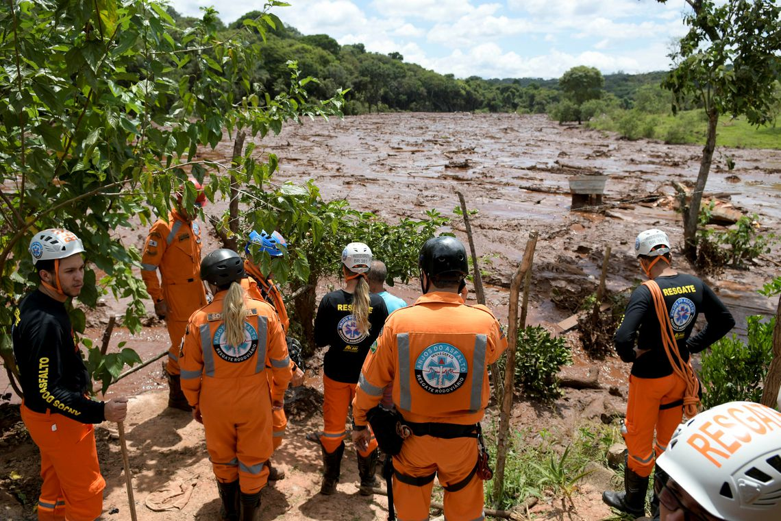 Rescue workers are seen after a dam, owned by Brazilian miner Vale SA, burst in Brumadinho, Brazil January 26, 2019. REUTERS/Washington Alves