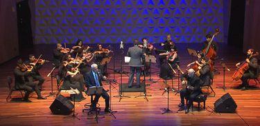 Espetáculo da Orquestra Camerata Sesi ES com Danilo Caymmi