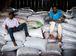 Catadores de castanha em galpão de armazenamento da associação dos moradores agroextrativistas da Reserva Guariba-Roosevelt ( Marcelo Camargo/Agência Brasil)