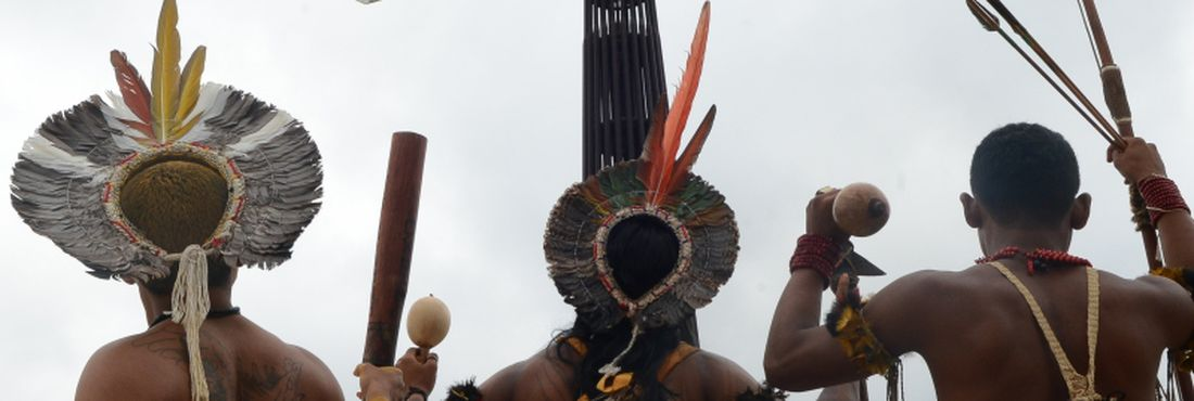 Ativistas do Greenpeace e índios iniciam semana de mobilização