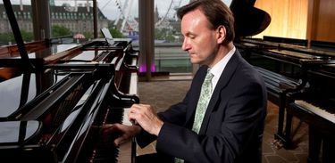 Pianista e compositor Stephen Hough