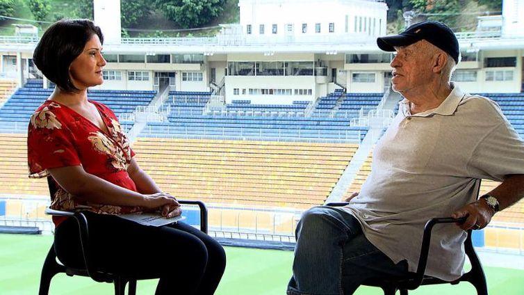 Roseann Kennedy entrevista o narrador esportivo Silvio Luiz