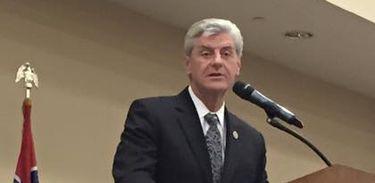 O governador do Mississippi, Phil Bryant