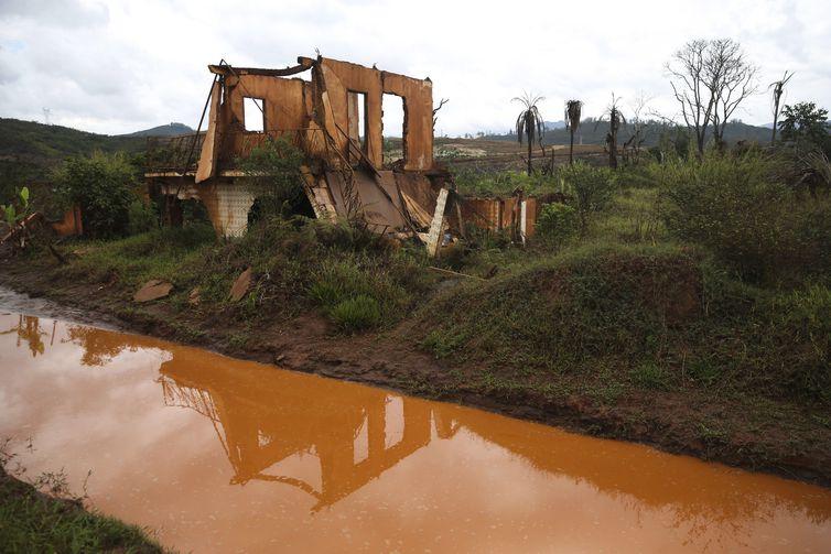 O distrito de Bento Rodrigues, dois anos após o rompimento da barragem – José Cruz/Arquivo/Agência Brasil
