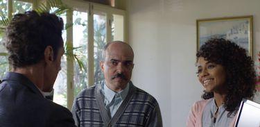 Pastor Firmino tenta convencer Inêsa trazer Jardel para a igreja evangélica