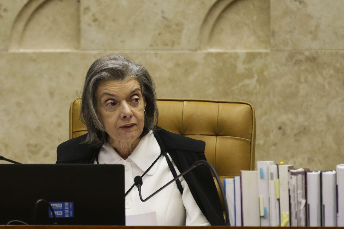 A presidente do STF, Cármen Lúcia durante o julgamento em que o STF decide pela legalidade ou não da prática de sacrifícios animais em cultos religiosos.