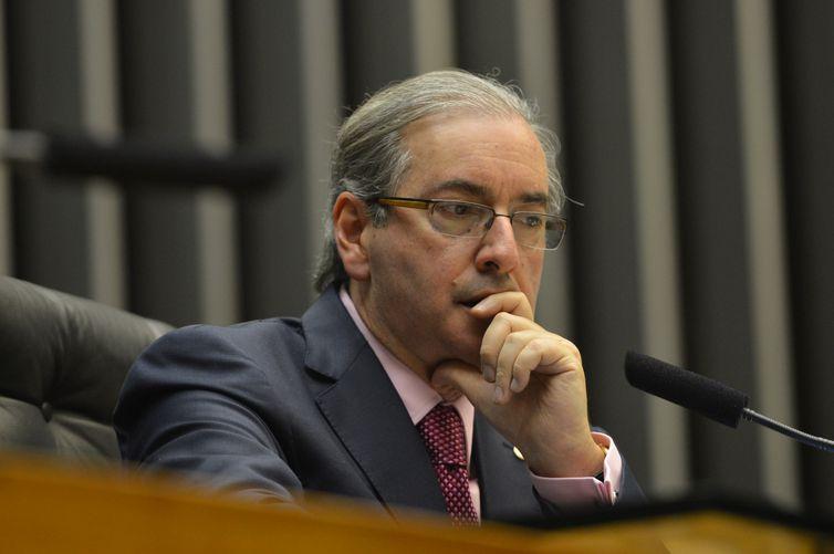 O Presidente da câmara dos deputados, deputado Eduardo Cunha Preside a Sessão Solene em Homenagem aos 50 anos da Rede Globo, ao seu lado, João Roberto Marinho (Antonio Cruz/Agência Brasil)