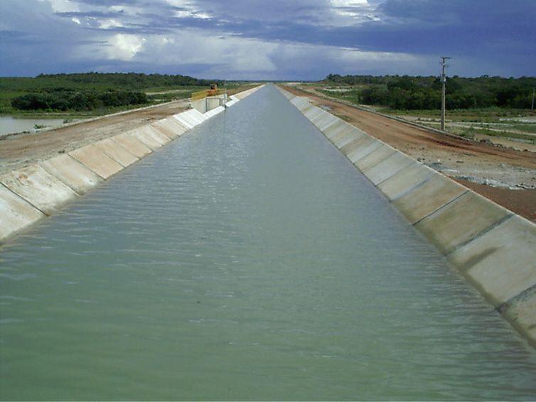 Vista geral do canal de transposição do Açude Castanhão, no Ceará (Divulgação/Ministério da Integração Nacional)