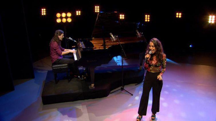 Cantora Clara Gurjão se apresenta ao lado do pianista Danilo Andrade