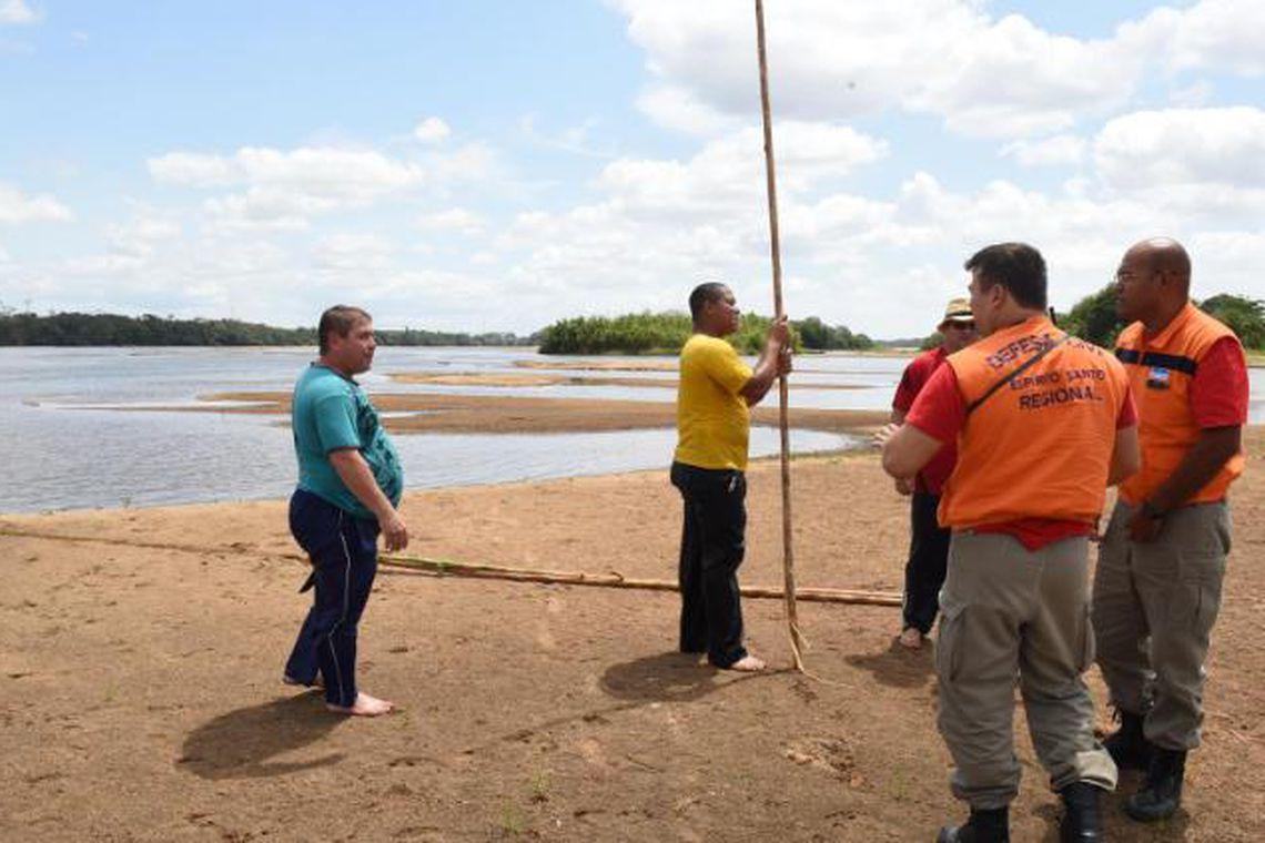 Vitória (ES) - Ribeirinhos do município de Colatina estão sendo notificados sobre os perigos da onda de lama decorrente do rompimento das barragens de rejeitos em Mariana (MG) (Fred Loureiro - Secom - ES/Divulgação)