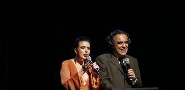 Os apresentadores Jorge Ramos e Emilly Kruger na noite de premiação no Festival de Música Rádio MEC 2018