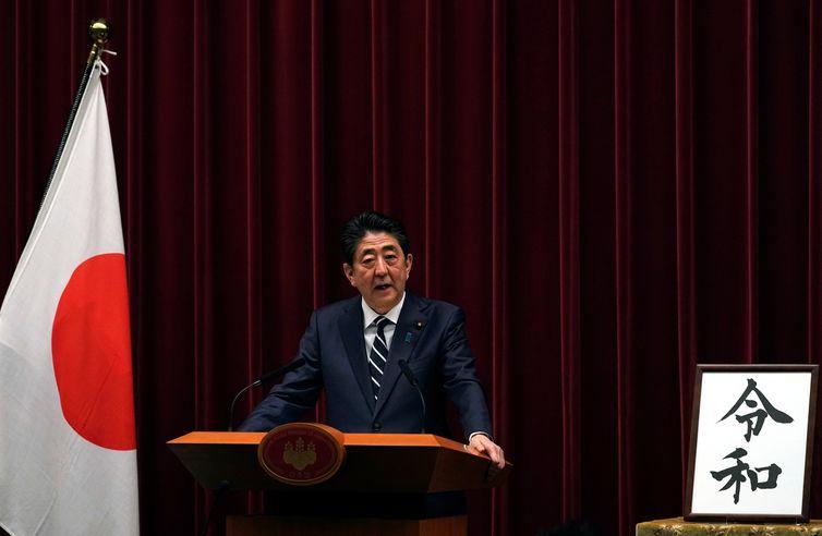 O governo do Japão anunciou, nesta segunda-feira 1º, que o nome da nova era que marcará o reinado do imperador Naruhito será Reiwa    Franck Robichon/Pool via Reuters / direitos reservados