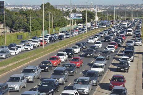 Pesquisa aponta que brasileiros são a favor de ações que reduzam espaço de veículos particulares nas ruas (José Cruz/Agência Brasil)