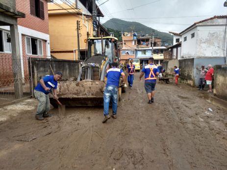 Petrópolis se mobiliza para limpeza após temporal.