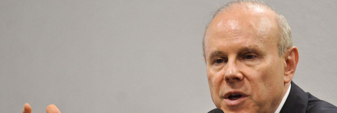 O ministro da Fazenda, Guido Mantega, apresenta à Comissão de Assuntos Econômicos (CAE) a proposta do governo federal que reduz para 4% e unifica nacionalmente as alíquotas interestaduais do Imposto sobre Circulação de Mercadorias e Serviços (ICMS).