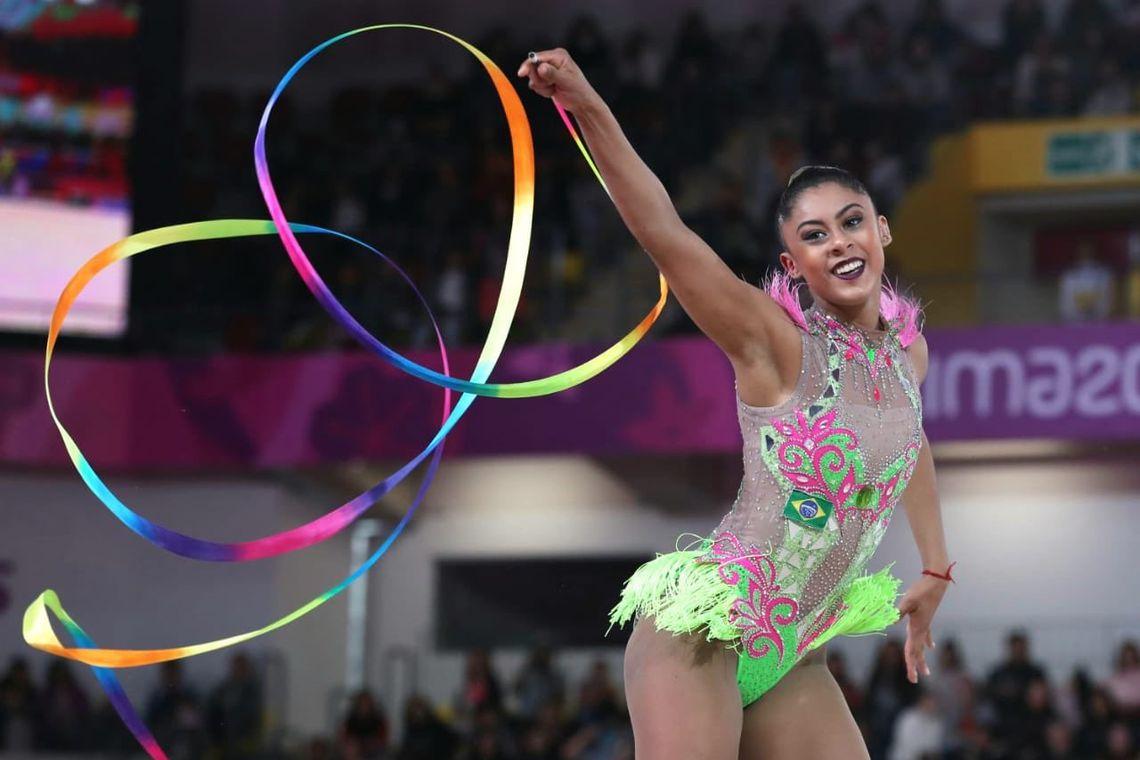 Bárbara Domingos, na fita. Mais uma para a nossa ginástica rítmica.