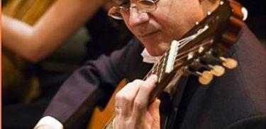 O violonista Paulo Pedrassoli apresentou obras de Villa-Lobos, em um concerto gravado em 1999.